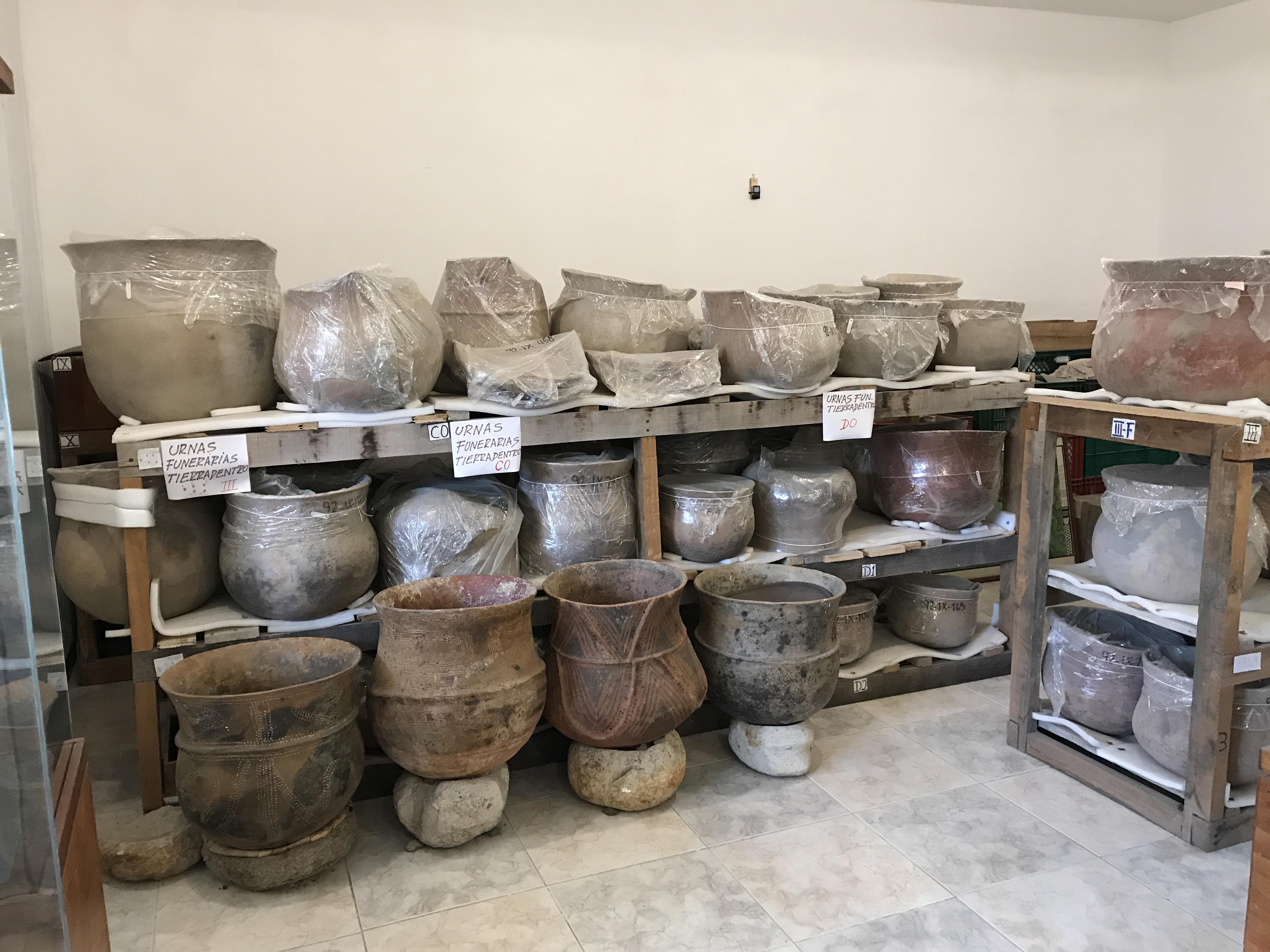 tierradentro burial urns..JPG