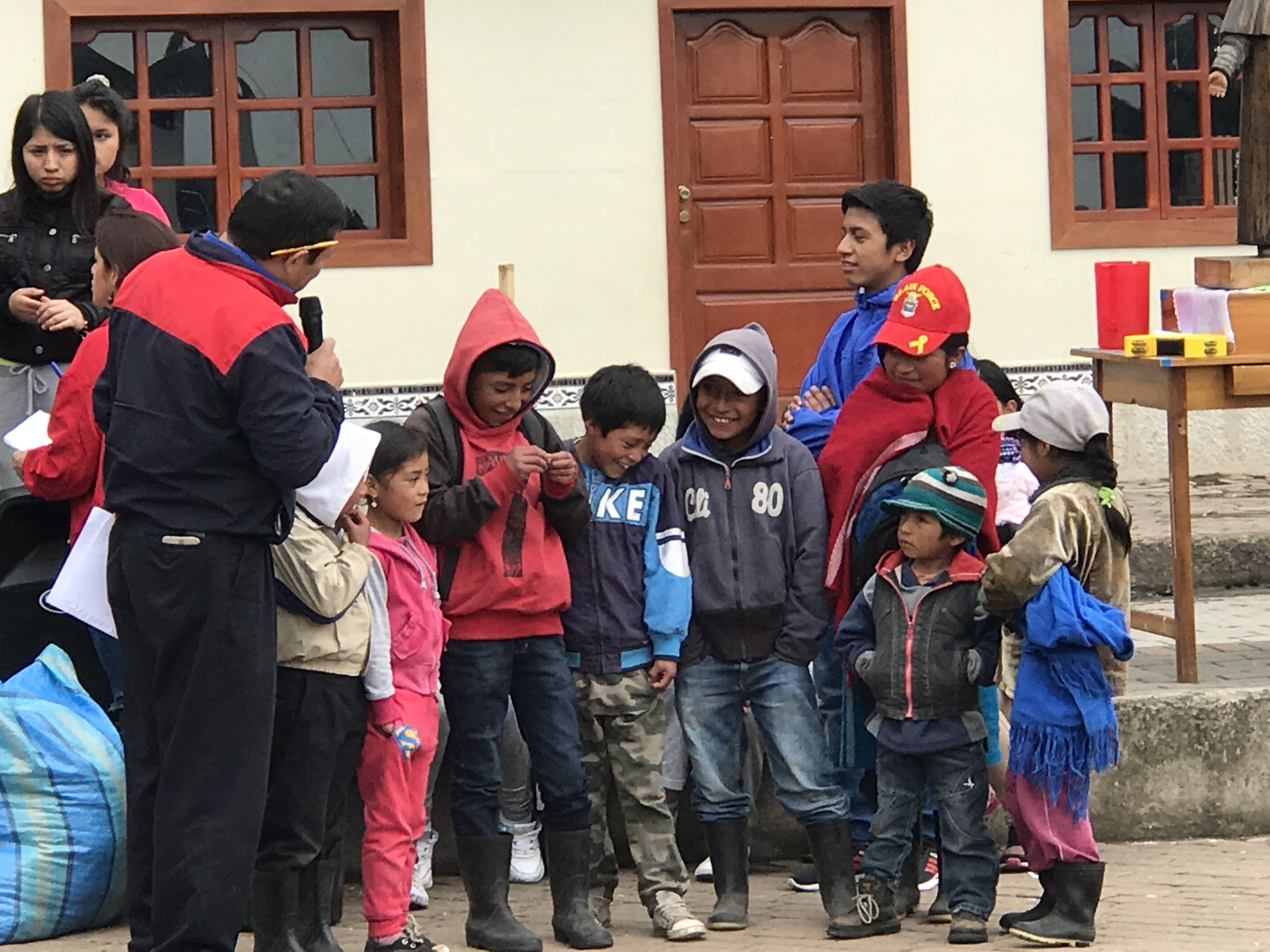 salinas kids singing.JPG