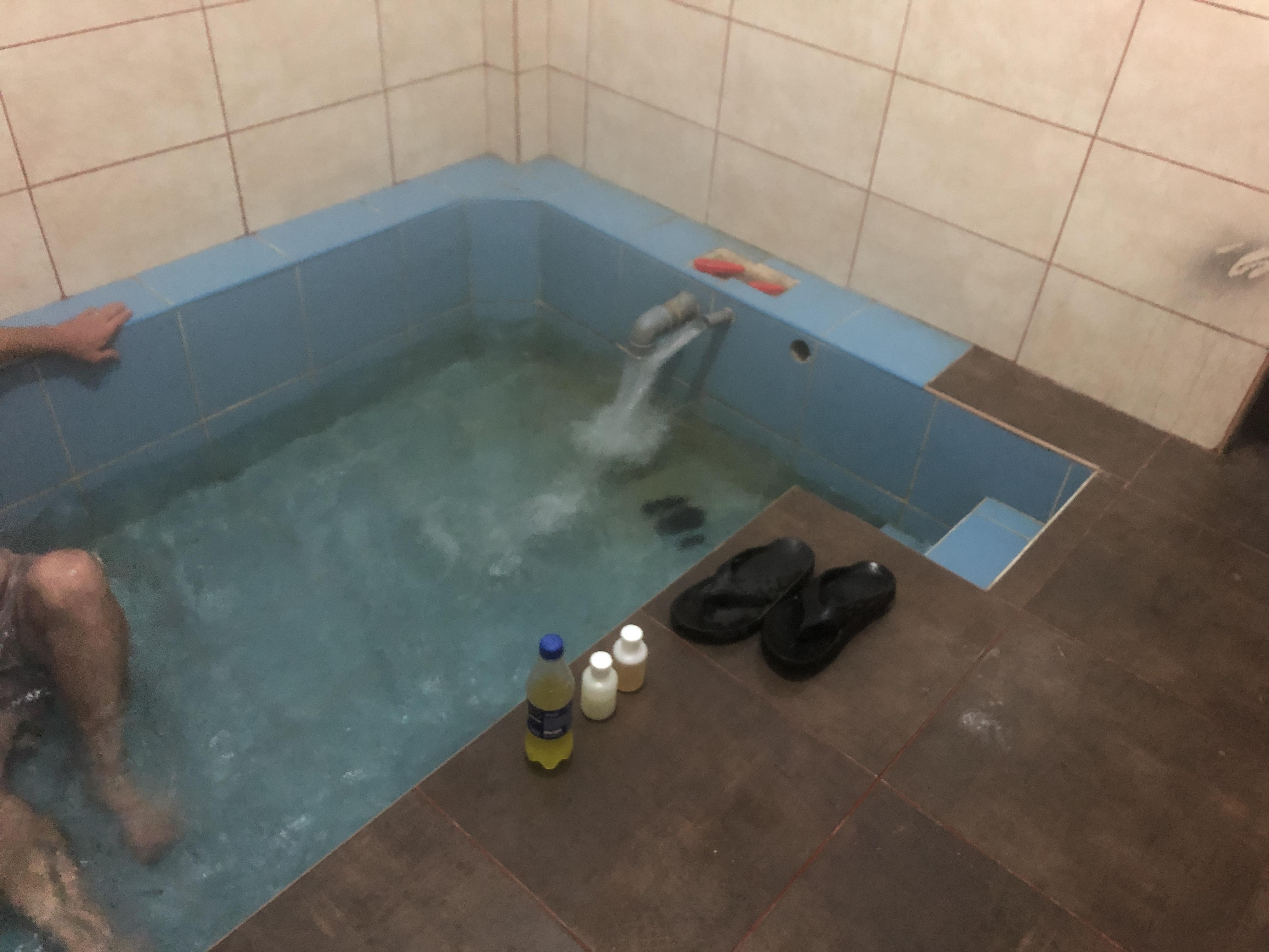 hot springs tub .JPG