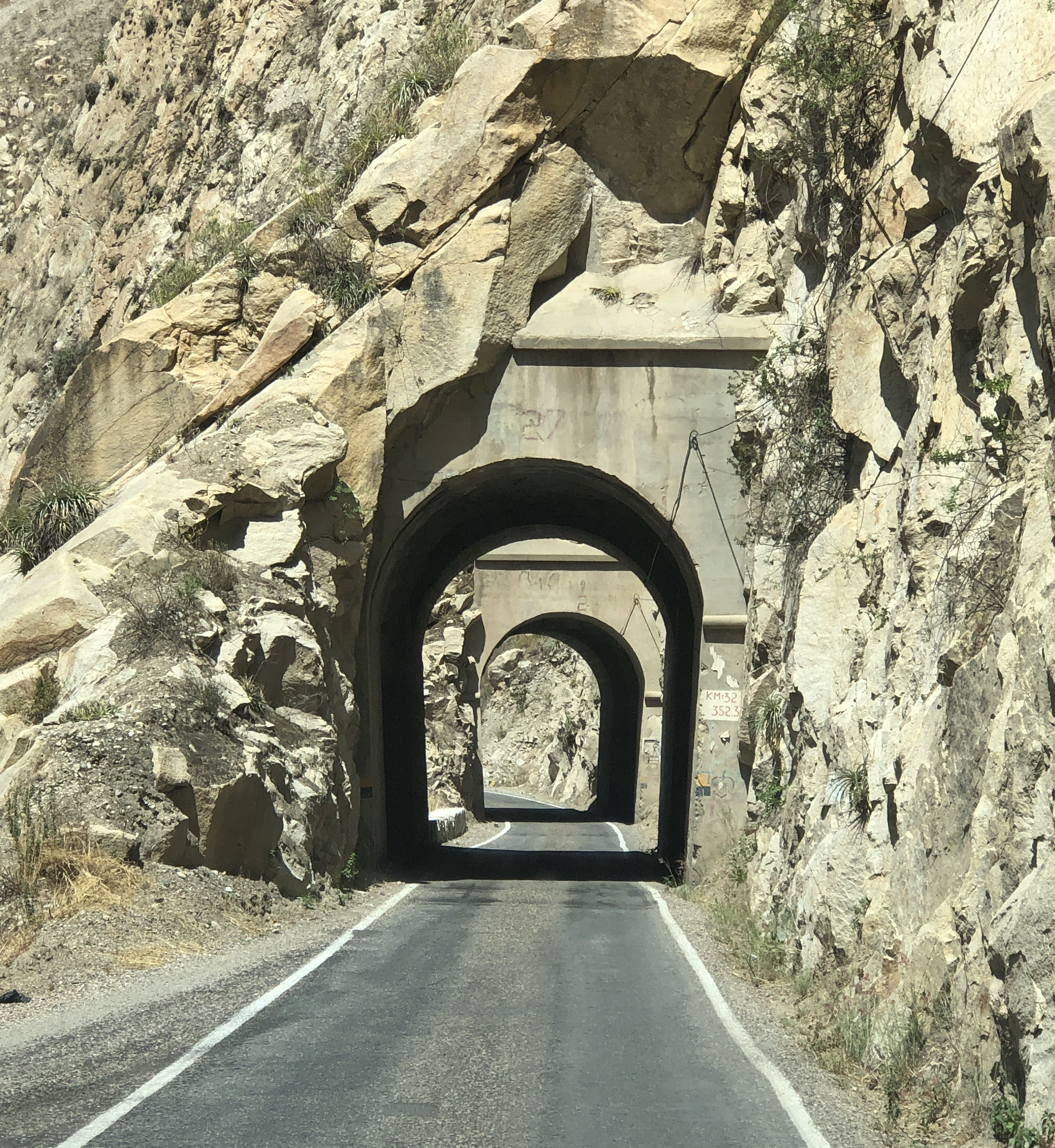 pato canyon tunnels.JPG
