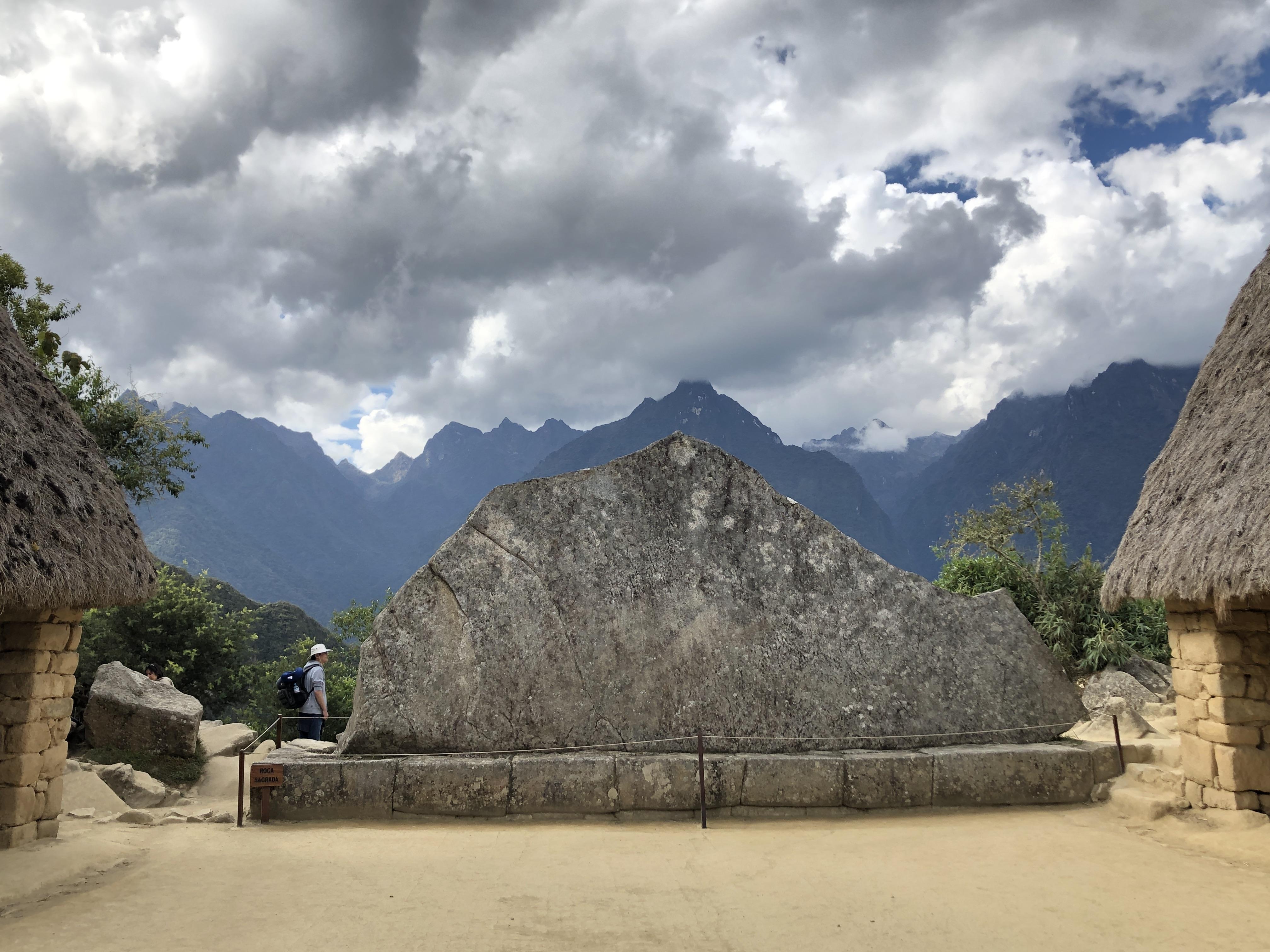 mp the big stone shaped like mountains.JPG1.JPG