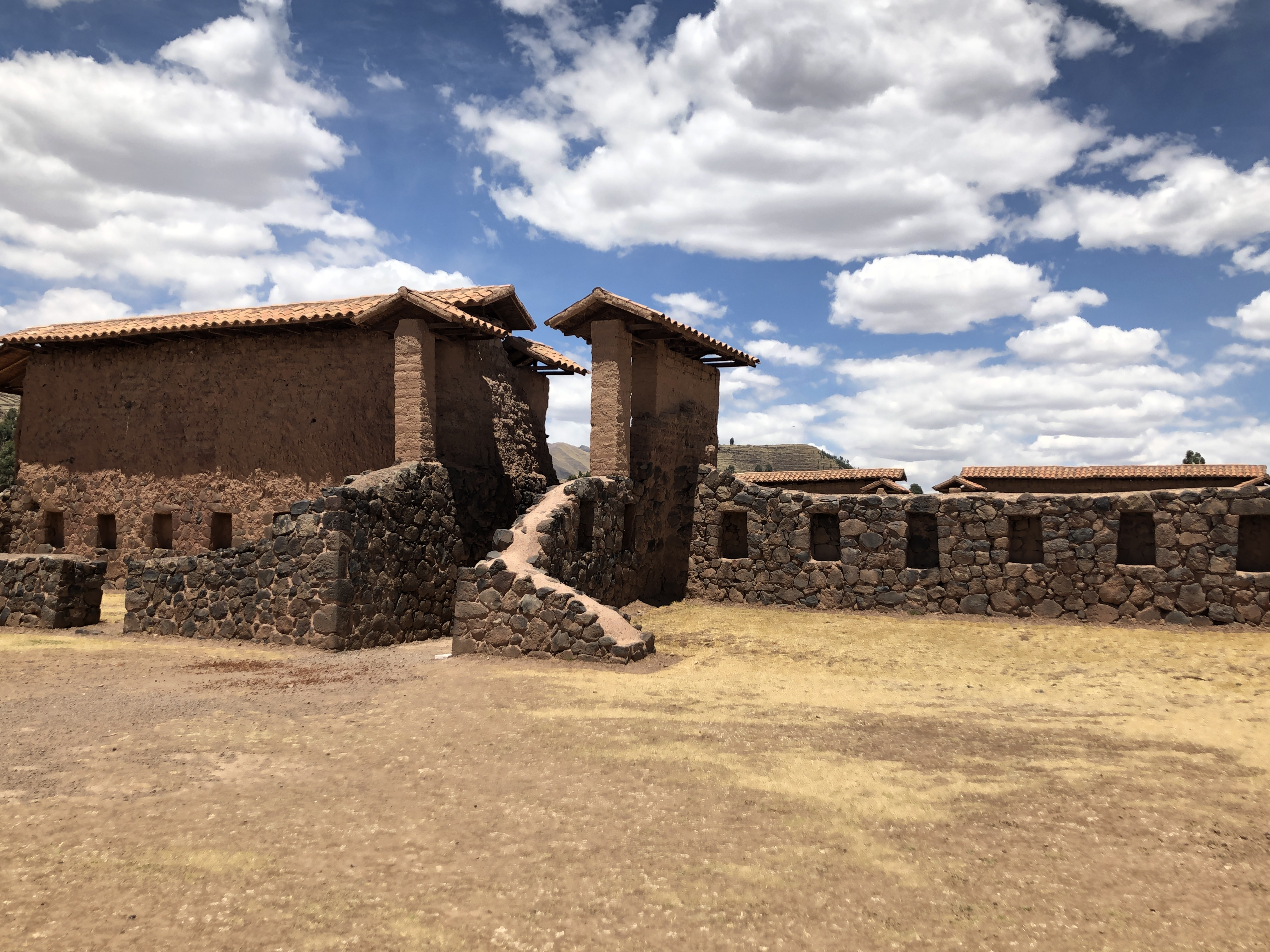 raqchi ruins1