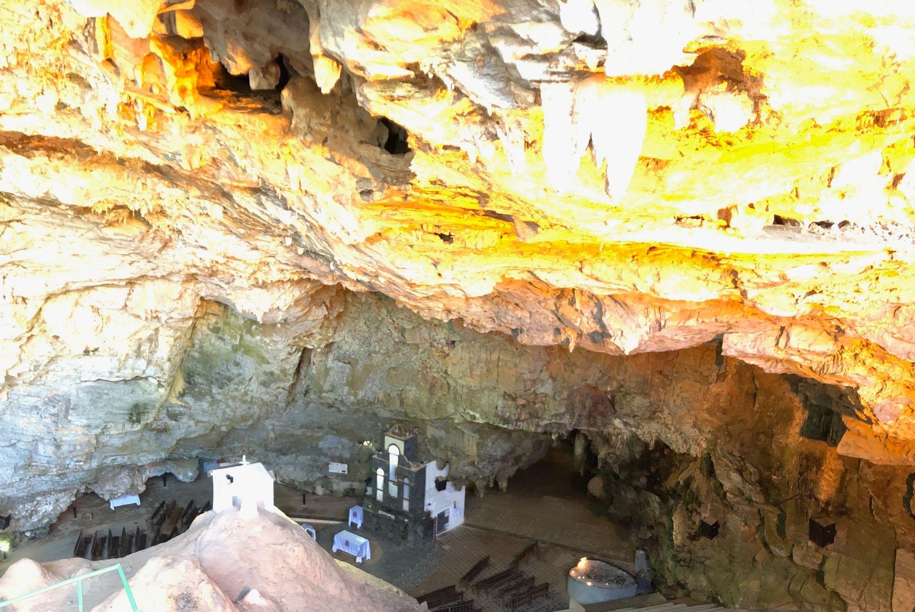 gruta chapel.jpg